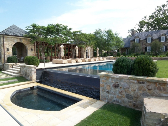 Vanishing edge pool gallery town and country pools custom pool builders pool designer - Infinity edge swimming pool ...
