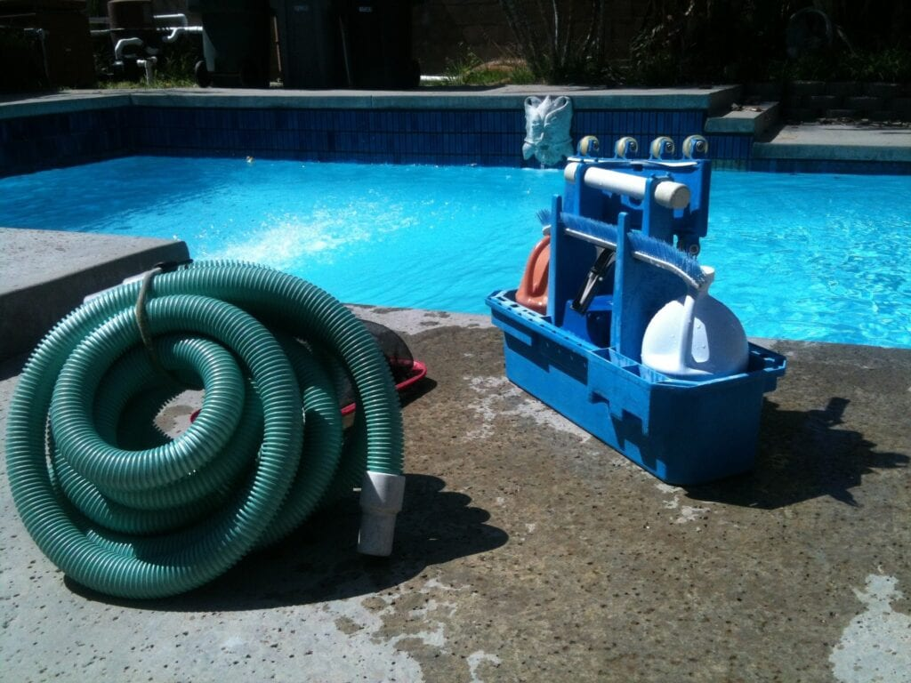 pool-water-testing-cleaning
